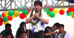 El camino Tito Yupanqui, de dos carriles y señalización reflectiva