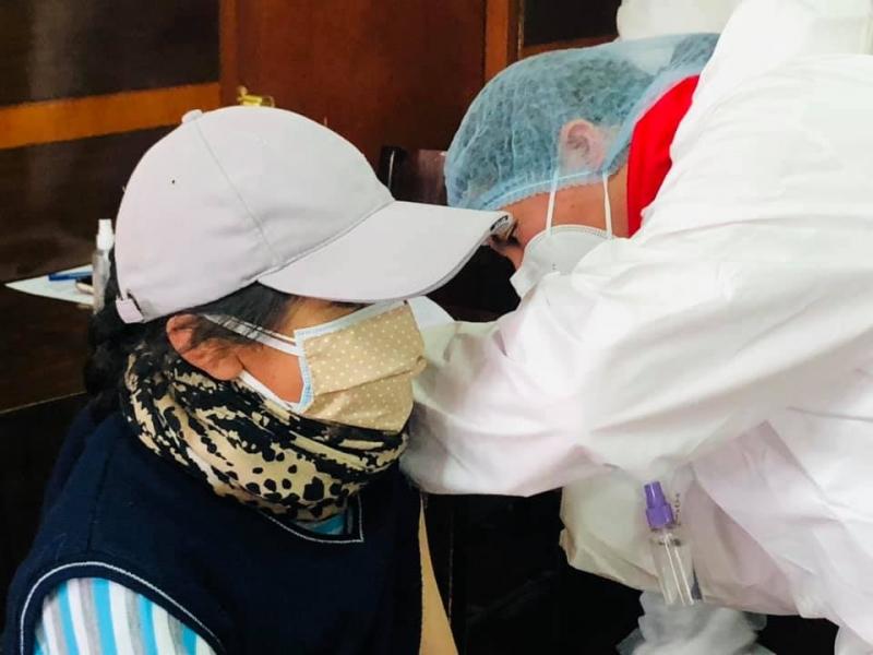 Marta Arrien, de lentes, por segunda vez asume la dirección del Oncológico. Tiene muchos desafíos, pues los hospitales pasarán a la Gobernación