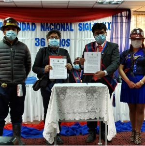 Niños acompañan grupo de 448 reos indultados